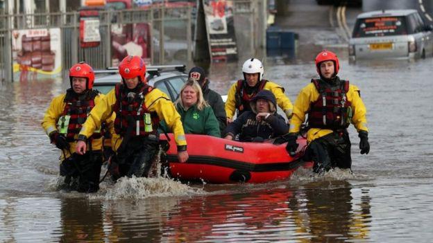 Lũ lụt nghiêm trọng tại Anh - Ảnh 7.