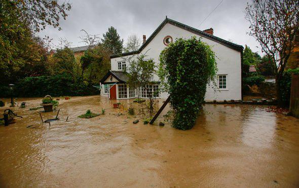 Lũ lụt nghiêm trọng tại Anh - Ảnh 8.