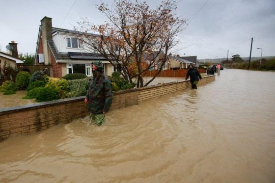 Lũ lụt nghiêm trọng tại Anh - Ảnh 9.
