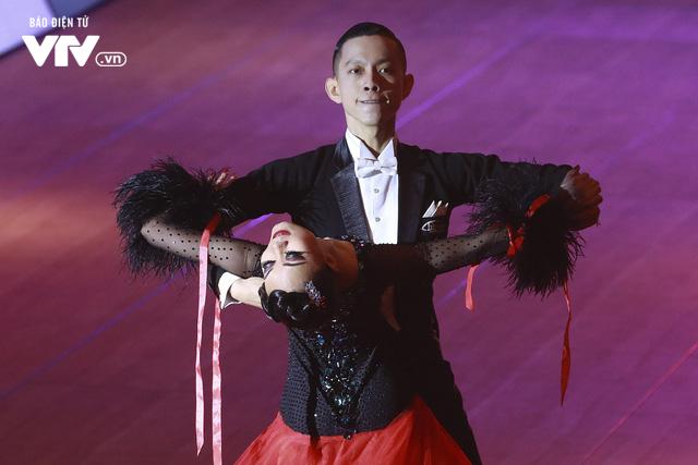 VĐV Dance Sport bật khóc khi quốc ca Việt Nam vang lên tại SEA Games 30 - Ảnh 3.