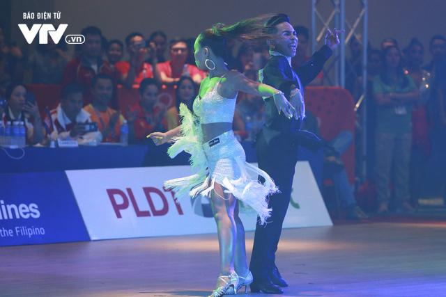 VĐV Dance Sport bật khóc khi quốc ca Việt Nam vang lên tại SEA Games 30 - Ảnh 2.