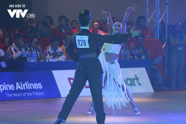 VĐV Dance Sport bật khóc khi quốc ca Việt Nam vang lên tại SEA Games 30 - Ảnh 1.