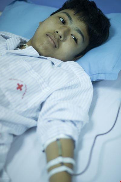 Hai anh em phải sống nhờ nguồn máu hiến vì căn bệnh rối loạn chảy máu hiếm gặp - Ảnh 2.