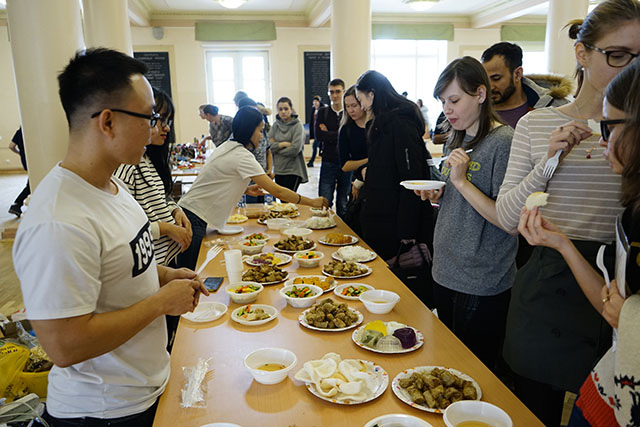 Russian students enjoy Vietnamese food.