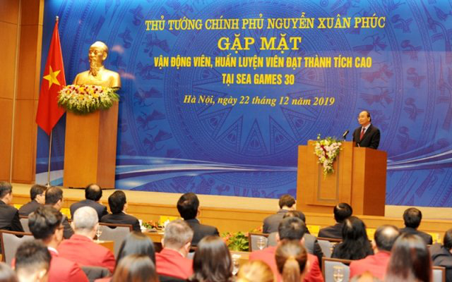 PM Nguyen Xuan Phuc speaks at the meeting. (Photo: NDO/Tran Hai)