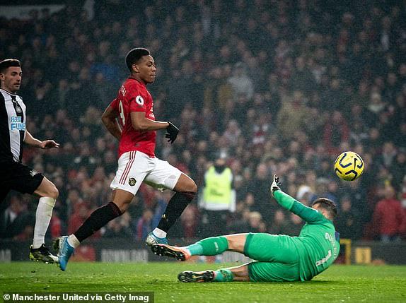 Man Utd 4-1 Newcastle: Quỷ đỏ thôi phát quà - Ảnh 3.