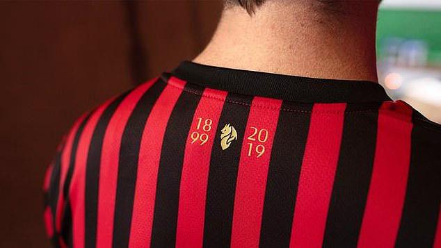 AC Milan ra mắt áo đấu kỷ niệm 120 năm ngày thành lập CLB - Ảnh 1.