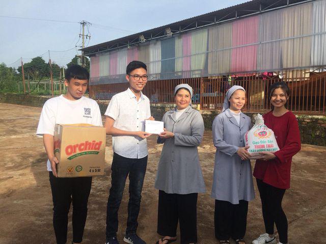 Nam sinh lớp 12 triển khai 15 dự án từ thiện hỗ trợ học sinh nghèo - Ảnh 3.