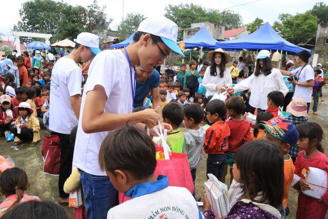 Nam sinh lớp 12 triển khai 15 dự án từ thiện hỗ trợ học sinh nghèo - Ảnh 1.