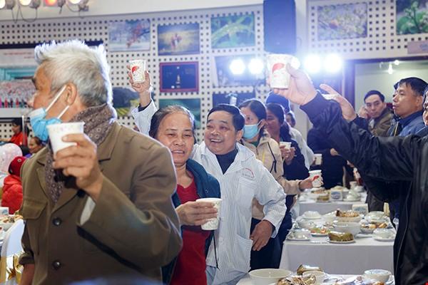 Ấm lòng những bữa ăn nhân ái cho người bệnh trong dịp Tết - Ảnh 2.