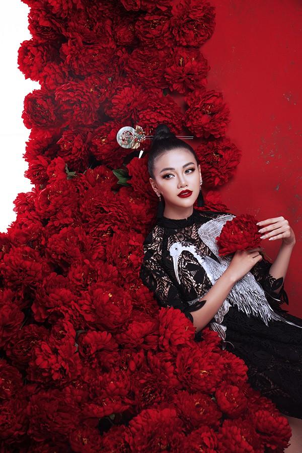Hoa hậu Phương Khánh khoe vẻ đẹp đậm chất Á Đông trong bộ ảnh mới - Ảnh 3.