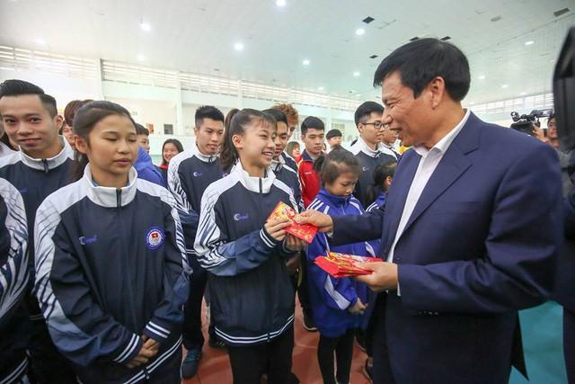 Bộ trưởng Nguyễn Ngọc Thiện thăm và chúc tết các HLV, VĐV tại TTHL Thể thao quốc gia - Ảnh 1.