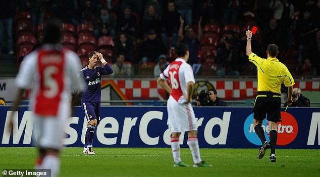 Thừa nhận tẩy thẻ, Ramos đối mặt với án phạt nặng từ UEFA - Ảnh 2.