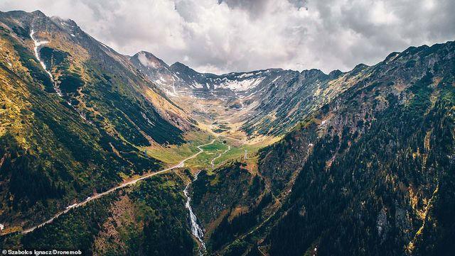 """Những bức ảnh đầy mê hoặc về con đường """"đẹp nhất thế giới"""" - Ảnh 6."""