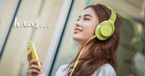 Nguy cơ giảm thính lực do nghe âm nhạc trên điện thoại thời gian dài - Ảnh 1.