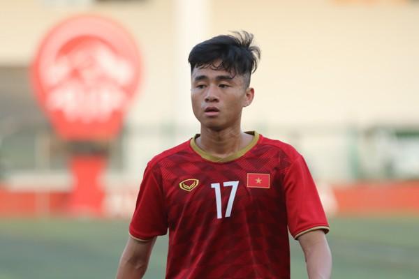 U22 Việt Nam phải chống chọi với sân cỏ nhân tạo tại giải U22 Đông Nam Á như thế nào? - Ảnh 2.