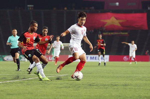 U22 Việt Nam phải chống chọi với sân cỏ nhân tạo tại giải U22 Đông Nam Á như thế nào? - Ảnh 1.