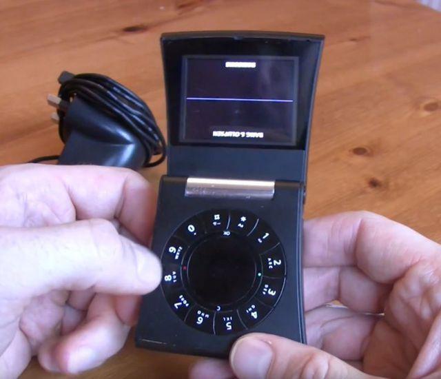 Nhìn lại những chiếc điện thoại phá cách của Samsung trong hơn một thập kỷ qua - Ảnh 7.