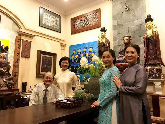 Nhan sắc đáng ngưỡng mộ ở tuổi ngoài 50 của Lê Vân, Lê Khanh, Lê Vi - Ảnh 1.