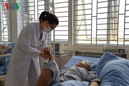 Bệnh viện Sơn La cấp cứu thành công 2 bệnh nhân tai biến nặng - Ảnh 1.