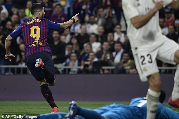 ẢNH: Real Madrid gục ngã trước Barcelona trong trận cầu Siêu kinh điển - Ảnh 10.
