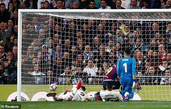 ẢNH: Real Madrid gục ngã trước Barcelona trong trận cầu Siêu kinh điển - Ảnh 11.