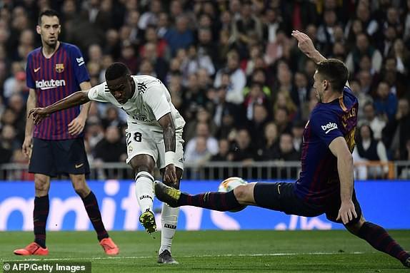 ẢNH: Real Madrid gục ngã trước Barcelona trong trận cầu Siêu kinh điển - Ảnh 4.