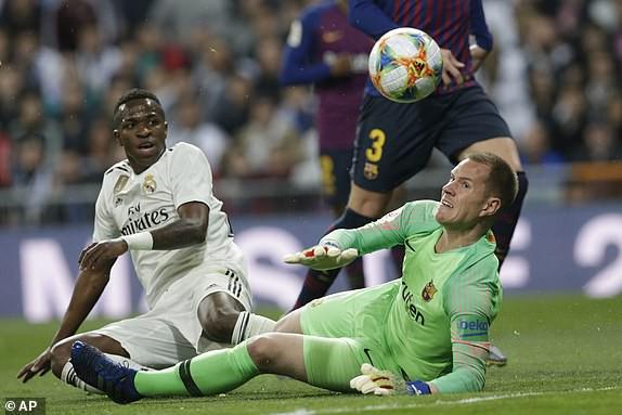 ẢNH: Real Madrid gục ngã trước Barcelona trong trận cầu Siêu kinh điển - Ảnh 5.