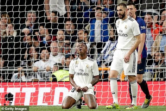 ẢNH: Real Madrid gục ngã trước Barcelona trong trận cầu Siêu kinh điển - Ảnh 6.