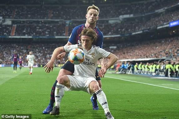 ẢNH: Real Madrid gục ngã trước Barcelona trong trận cầu Siêu kinh điển - Ảnh 7.
