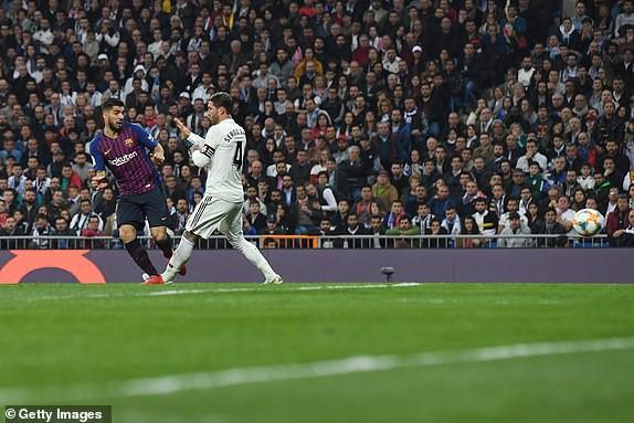 ẢNH: Real Madrid gục ngã trước Barcelona trong trận cầu Siêu kinh điển - Ảnh 9.