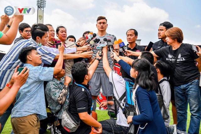 Thủ môn Đăng Văn Lâm chính thức ra mắt CLB Muangthong United - Ảnh 1.