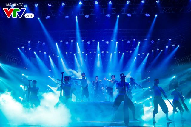Tùng Dương đốt cháy sân khấu 12 Con giáp 2019 - Ảnh 3.