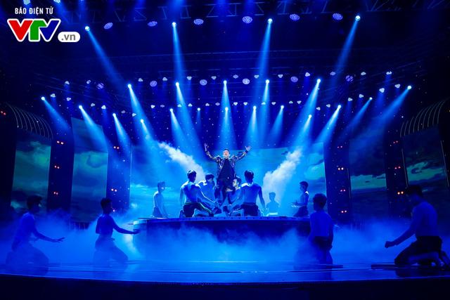 Tùng Dương đốt cháy sân khấu 12 Con giáp 2019 - Ảnh 15.