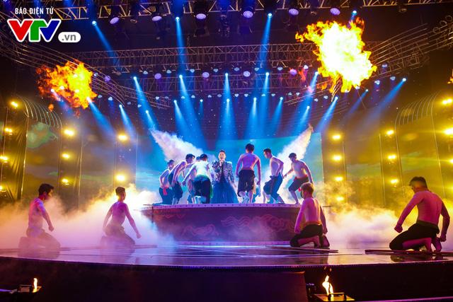 Tùng Dương đốt cháy sân khấu 12 Con giáp 2019 - Ảnh 14.