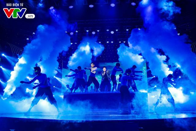 Tùng Dương đốt cháy sân khấu 12 Con giáp 2019 - Ảnh 13.