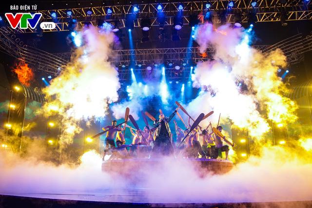 Tùng Dương đốt cháy sân khấu 12 Con giáp 2019 - Ảnh 9.