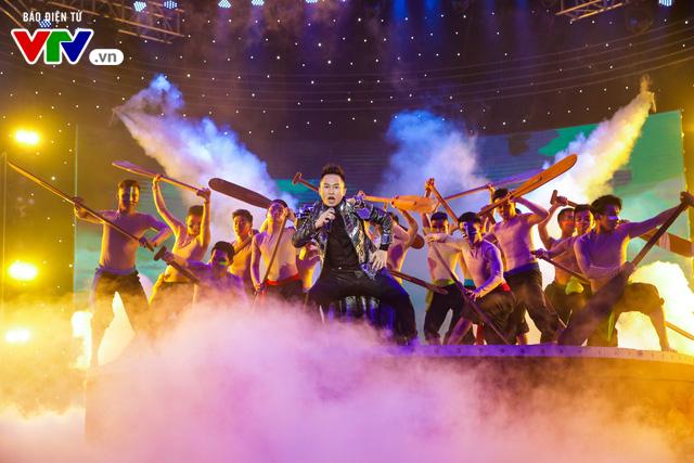 Tùng Dương đốt cháy sân khấu 12 Con giáp 2019 - Ảnh 8.