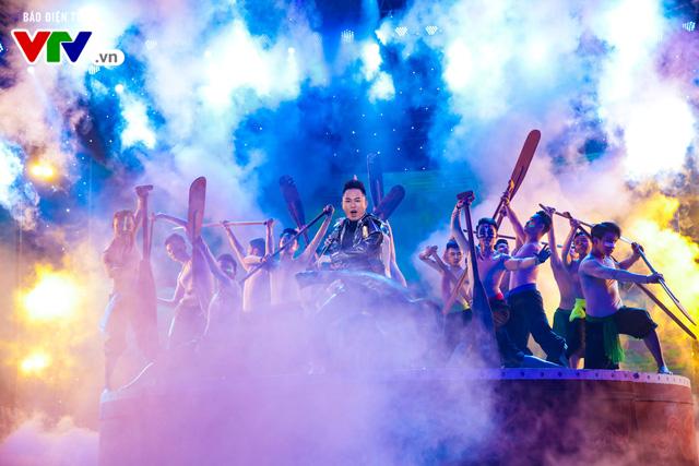 Tùng Dương đốt cháy sân khấu 12 Con giáp 2019 - Ảnh 7.