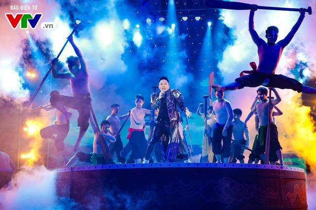 Tùng Dương đốt cháy sân khấu 12 Con giáp 2019 - Ảnh 6.