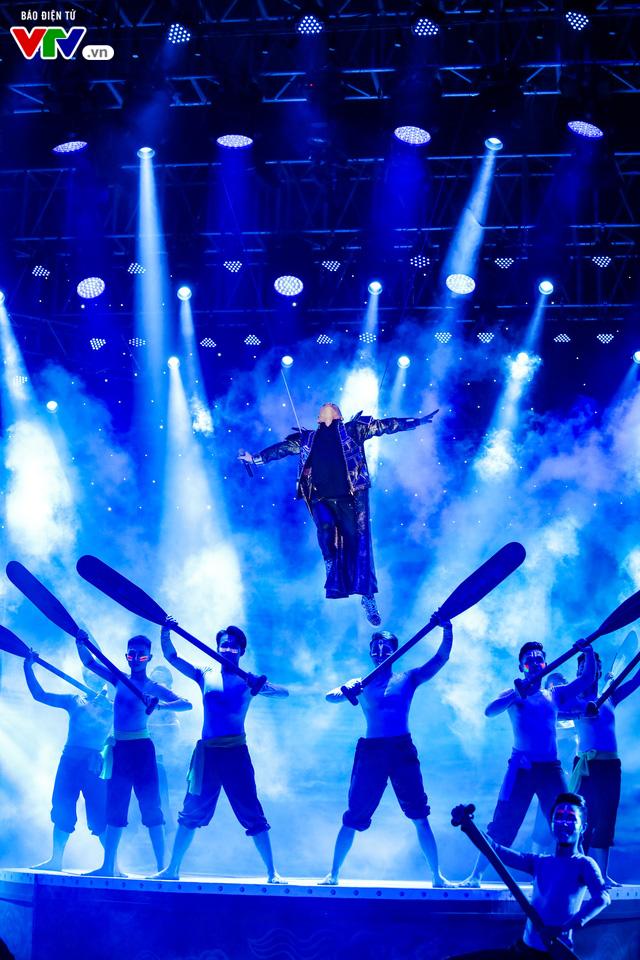 Tùng Dương đốt cháy sân khấu 12 Con giáp 2019 - Ảnh 17.