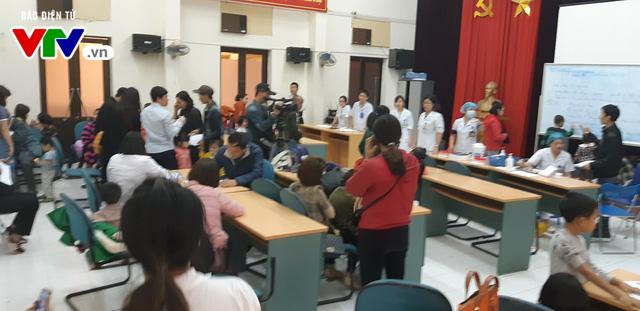 Nghi nhiễm sán lợn: hàng trăm trẻ mầm non ở Bắc Ninh được đưa về Hà Nội xét nghiệm - Ảnh 1.