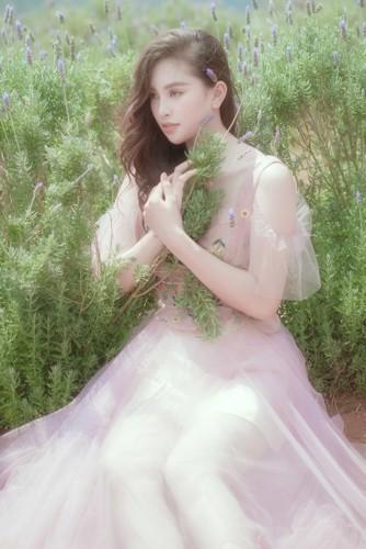 Hoa hậu Tiểu Vy khoe nhan sắc ngọt ngào sau nửa năm đăng quang - Ảnh 10.