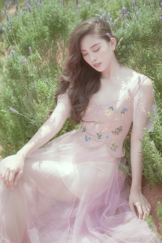 Hoa hậu Tiểu Vy khoe nhan sắc ngọt ngào sau nửa năm đăng quang - Ảnh 11.