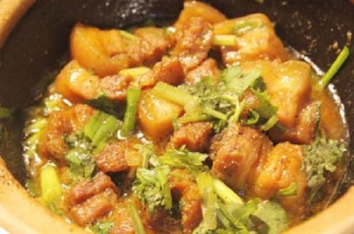 Món ngon mỗi ngày: Thịt ba chỉ kho ngũ vị hương thơm nức mũi - Ảnh 2.