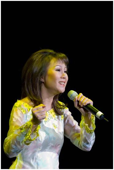"""Danh ca Thái Hiền tái ngộ Tuấn Ngọc tại Hà Nội trong đêm nhạc """"Tình ca không tên - Giai nhân"""" - Ảnh 1."""