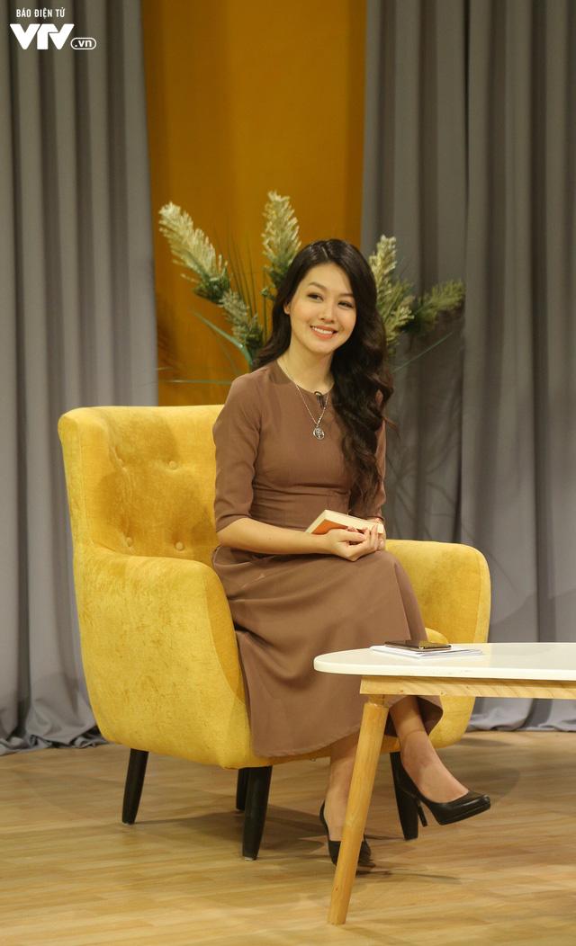 MC Phí Linh - Hồng Nhung rạng rỡ khoe sắc trên trường quay Bây giờ và ở đây - Ảnh 6.