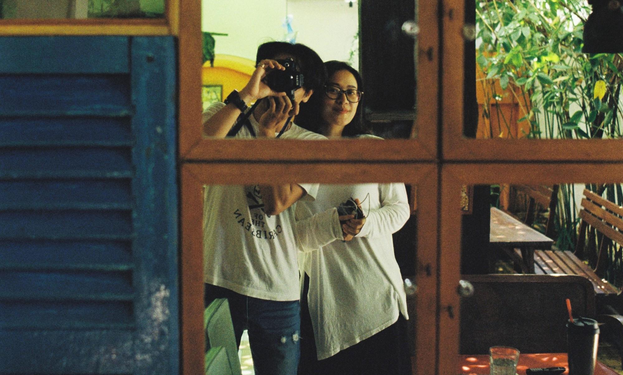 MC Phí Linh: Linh đẹp, Linh giàu có và Linh... đang nhâm nhi rượu vang - Ảnh 1.