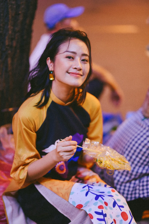 MC Phí Linh: Linh đẹp, Linh giàu có và Linh... đang nhâm nhi rượu vang - Ảnh 2.