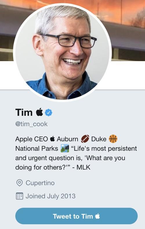 CEO Apple Tim Cook đổi tên thành... Tim Apple - Ảnh 1.